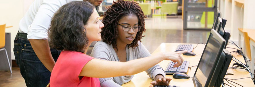 Des entrepreneurs sont conscients que la stratégie webmarketing est indispensable à leur visibilité. Donc, ils choisissent de suivre une formation digitale.